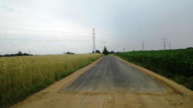 Kolonie Bakałarzewo. Wyasfaltowana część drogi