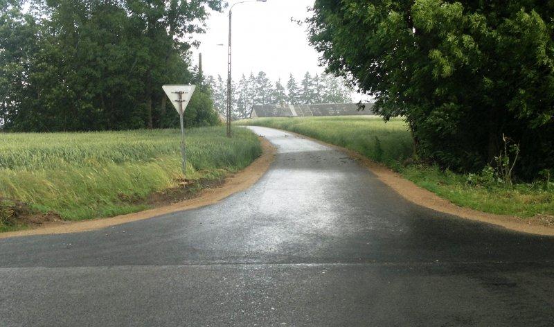 Obraz na stronie stara_chmielowka_asfalt_z_poboczami2016-07-04__3_.jpg