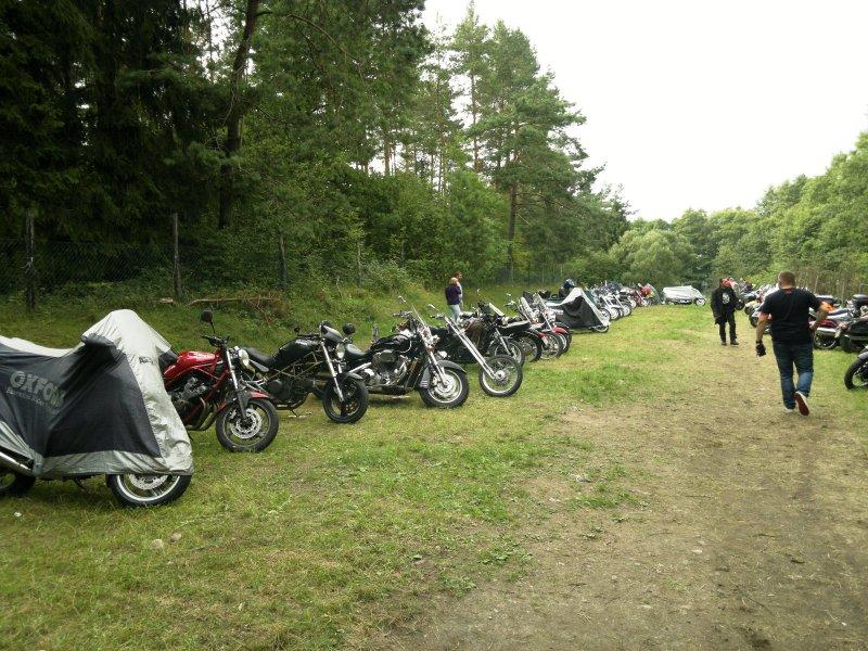 Zlot motocyklistów zorganizowany przez ˝Niedźwiedzi Północy˝ nad jeziorem Garbaś wBakałarzewie